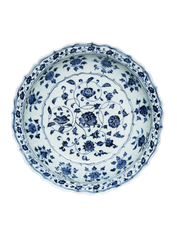 A Fine Blue and White 'Flower Scroll' Dish