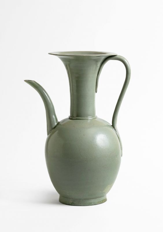 A Celadon Ewer with Incised Design of Crane and Cloud On The Body